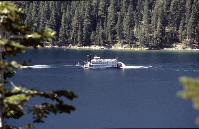 Der Lake Tahoe mit …