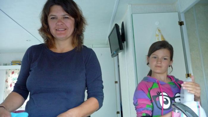 Mutter und Tochter beim …