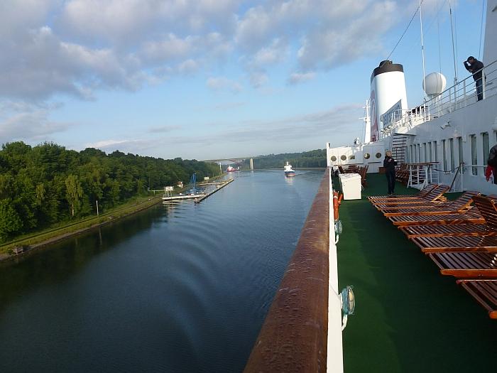 Durch den Nord-Ostsee-Kanal …