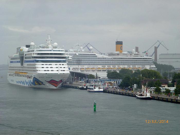 Im Hafen liegen bereits die …
